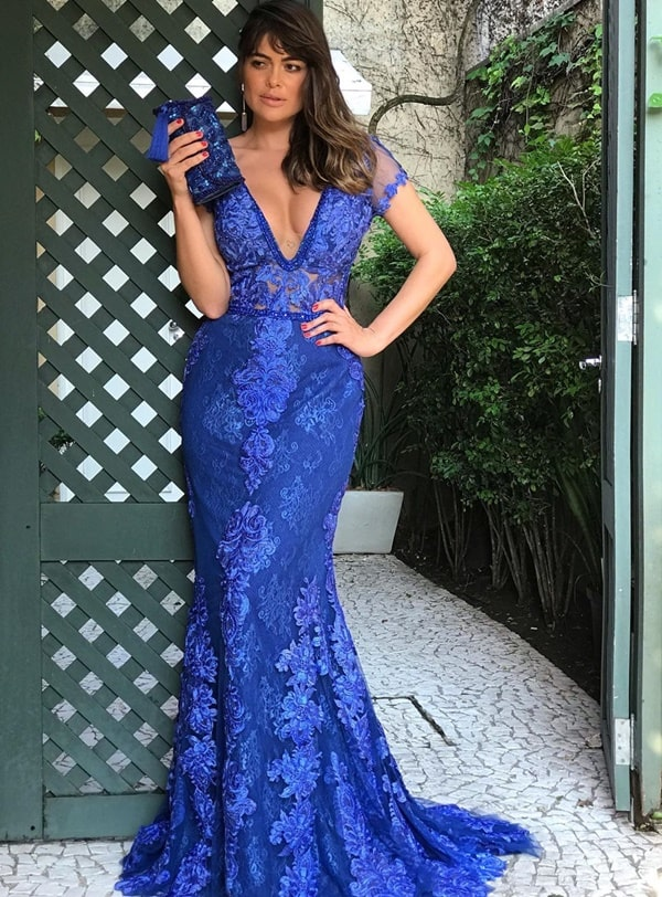vestido de festa longo azul bic com manga curta