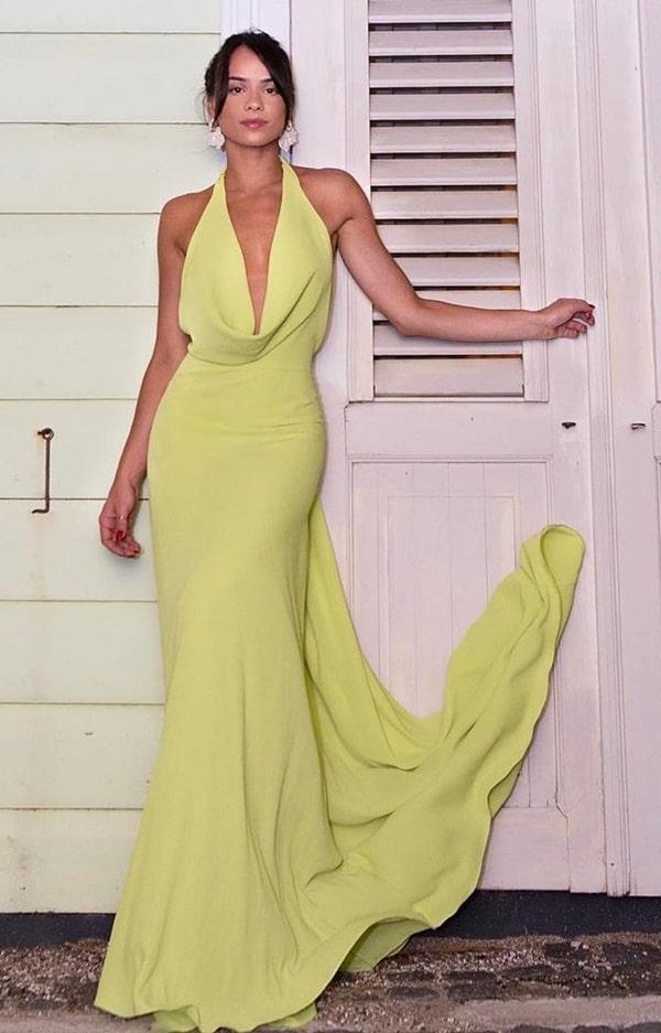 vestido de festa longo amarelo com decote drapeado