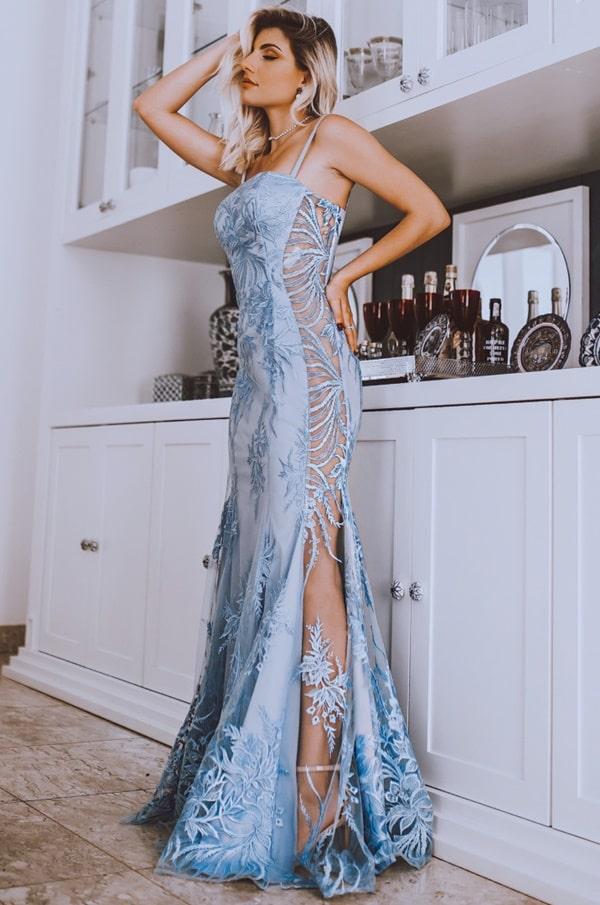 vestido de festa longo azul serenity com transparencia