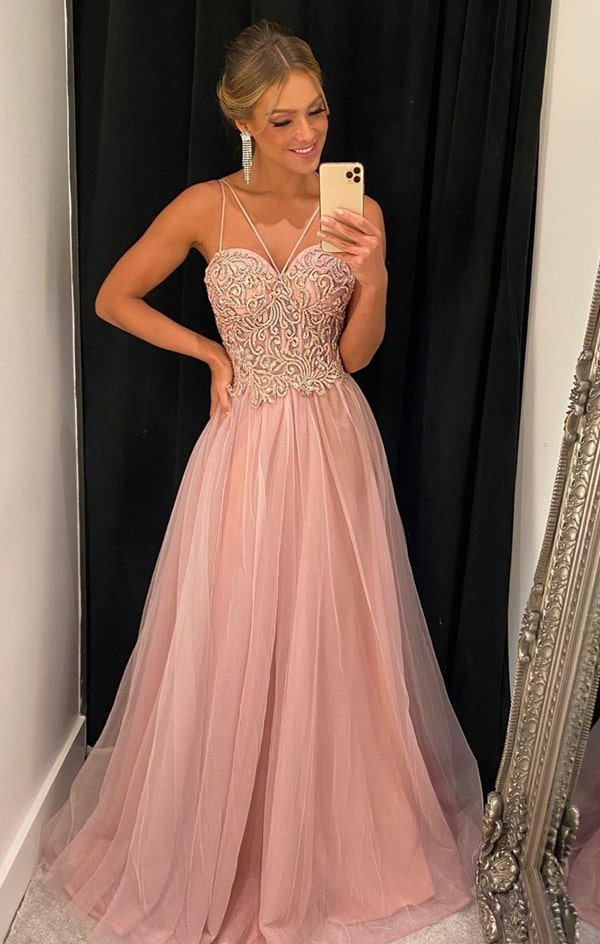 vestido de festa rosa com saia de tule e corpete bordado