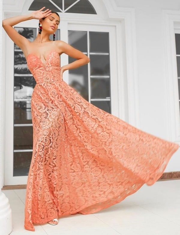vestido longo coral de renda