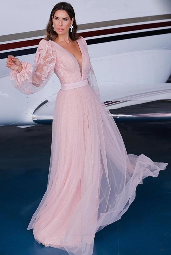 Vestido longo rose fluido com mangas bufantes de tule