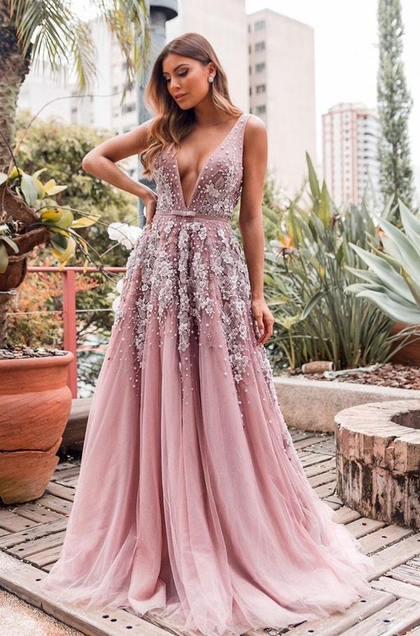 vestido de festa longo rosa para madrinha de casamento à noite na igreja