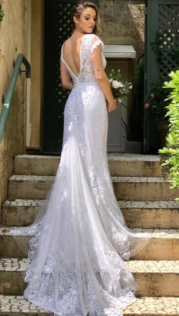 vestido de noiva simples com cauda