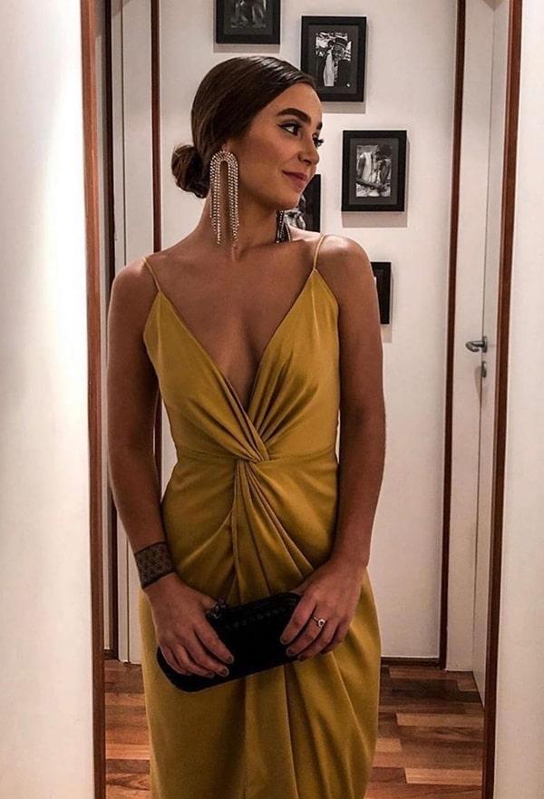 vestido longo cor oliva para convidada de casamento ou formatura