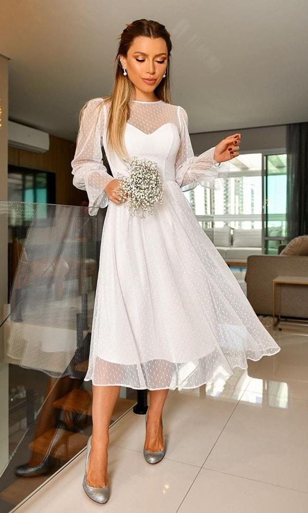 vestido branco midi com mangas em tule de poás para noiva casamento civil