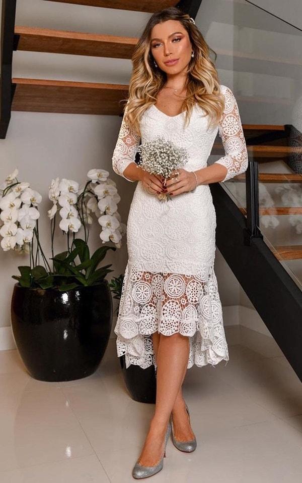 vestido branco midi de renda com manga longa
