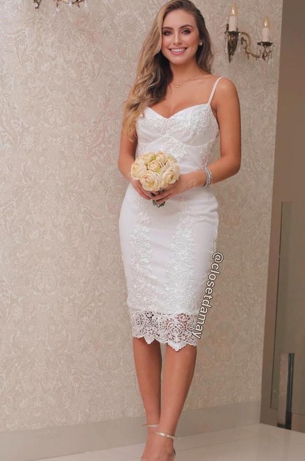 vestido branco midi justo para casamento civil