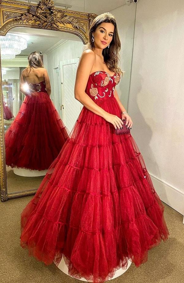 vestido de festa longo vermelho com corpete estruturado
