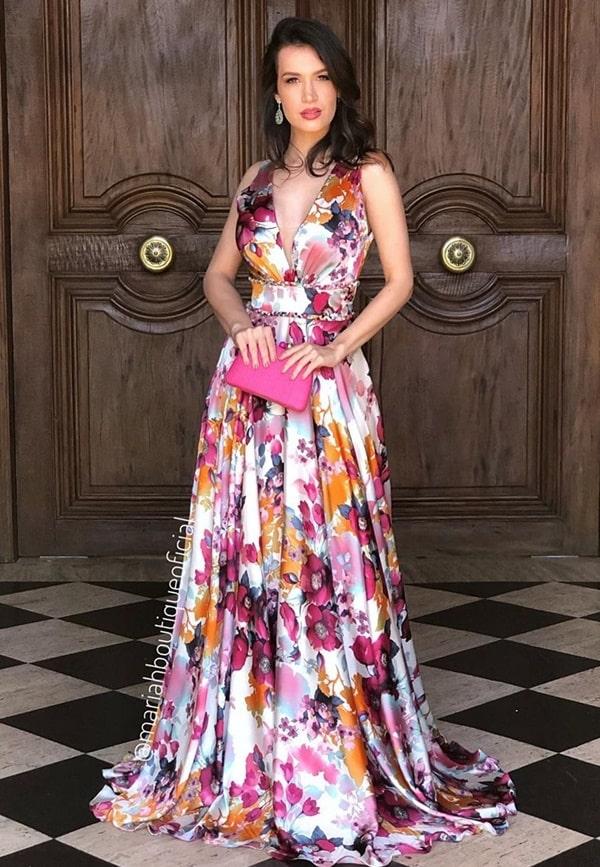 vestido longo estampado em tons de pink e fúcsia para madrinha de casamento