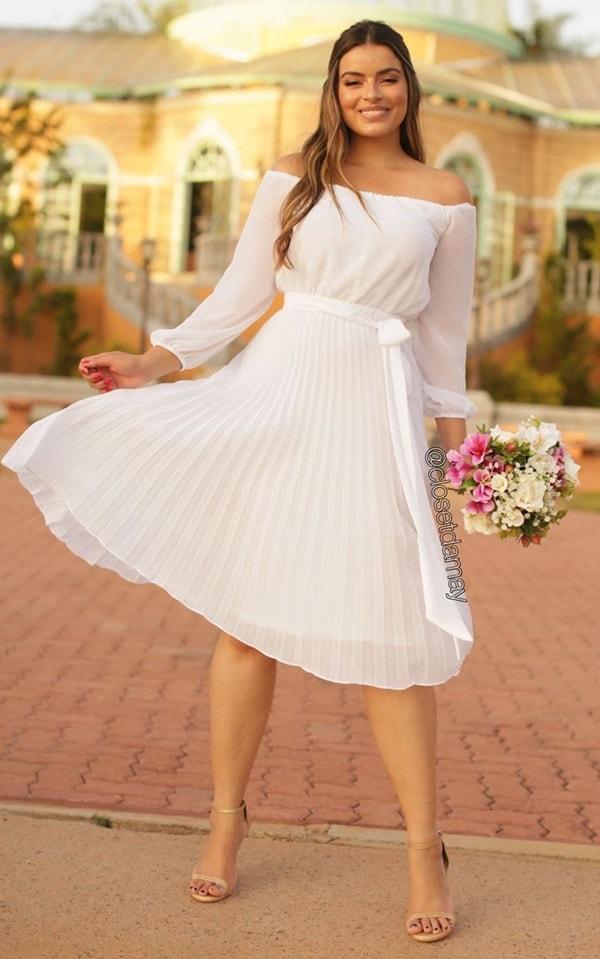 vestido branco midi plissado com manga longa