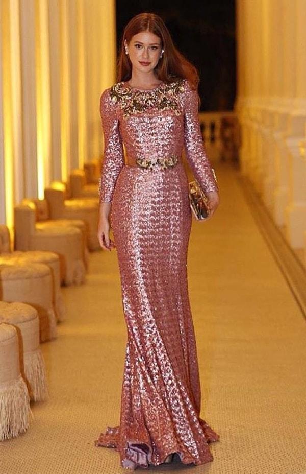 Marina Ruy Barbosa vestido de festa rosa manga longa bordado em paetês