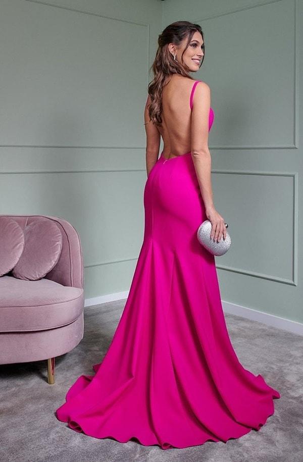 vestido longo pink justo com fenda e decote nas costas