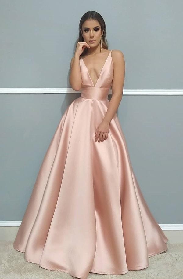 vestido de festa longo rose para madrinha de casamento à noite na igreja